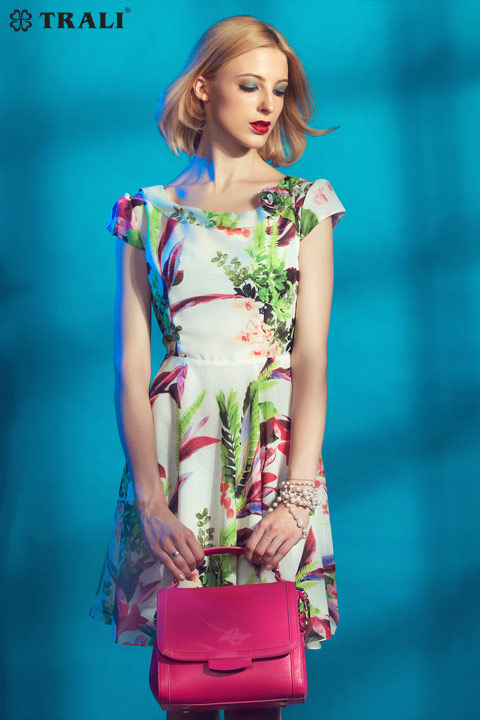 cô nàng công sở đẹp sành điệu với váy đầm liền thân với nhiều họa tiết