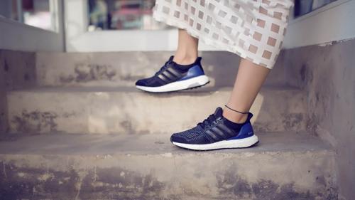 Hướng dẫn mix đồ đồ cá tính với giày thể thao