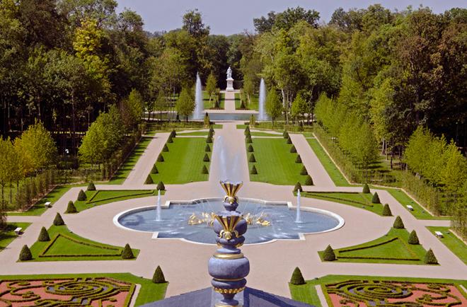 Ngắm nhìn biệt thự đắt nhất thế giới được dát 15000 lá vàng