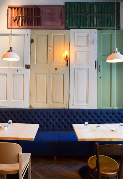 Nhà hàng được trang trí độc đáo với 200 cánh cửa