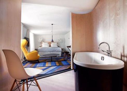 Thiết kế phòng tắm mở hướng vào phòng ngủ