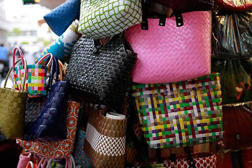 Thời trang túi xách made in vietnam đang trở lại với sao việt