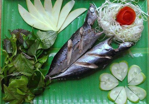 Bánh tráng cuốn cá ồ đậm đà hương vị biển
