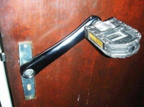 Khi tự sửa nhà thường mắc những lỗi khôi hài