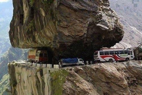 Ngắm những cung đường nguy hiểm nhất thế giới
