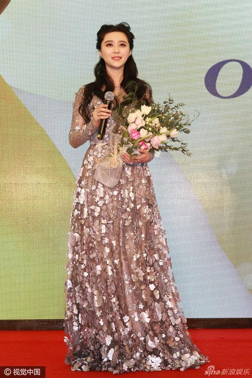 Phạm băng băng diện trang phục váy xuyên thấu kết hoa