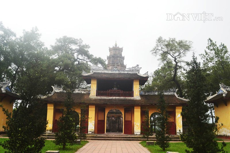 Chiêm ngưỡng kiến trúc tháp phước duyên và chùa linh mụ