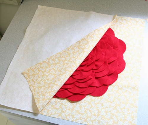 Cùng làm gối hoa hồng để trang trí phòng khách nhà bạn
