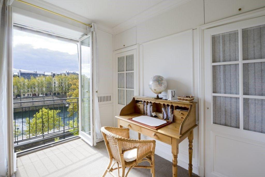 Cùng ngắm căn hộ hai tầng có góc nhìn đẹp nhất paris