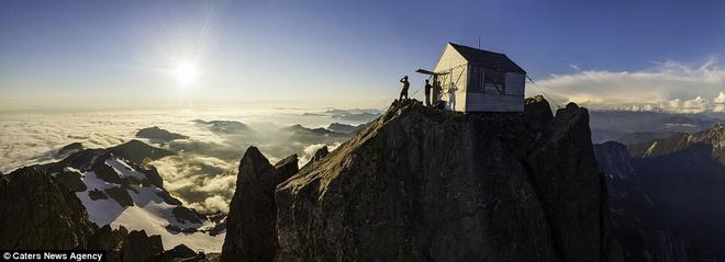 Cùng ngắm mây trên đỉnh núi đá cao hơn 2000 m