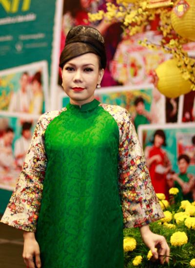 Diễm my 9x xinh đẹp diện áo dài dự sự kiện gợi không khí tết