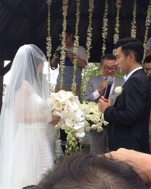 Những mẫu váy cưới đẹp như mơ của các sao hoa ngữ
