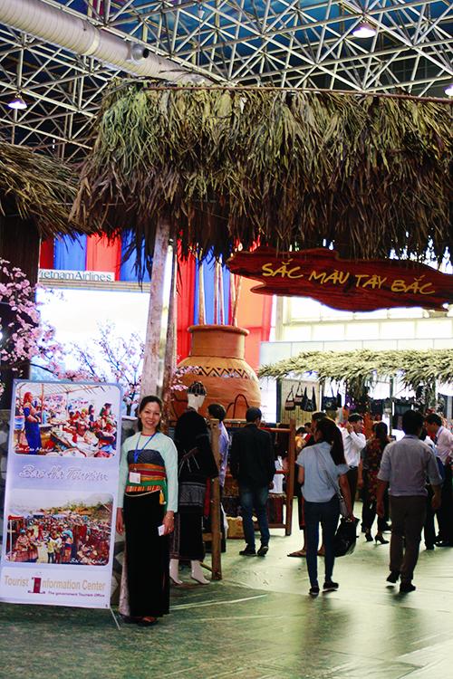 Tham quan hội chợ du lịch của miền tây bắc