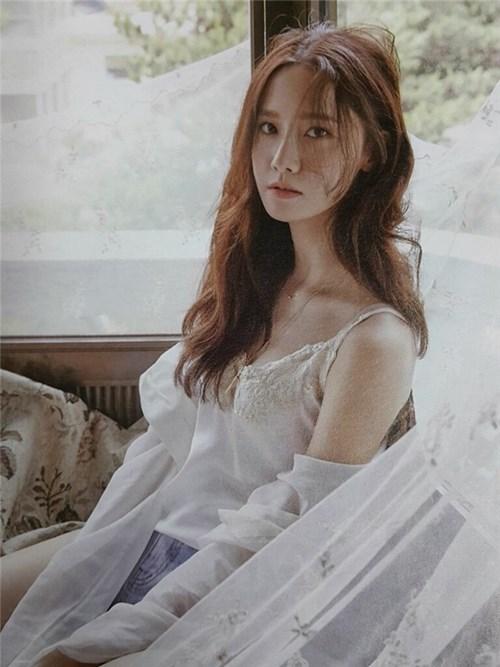Yoona snsd táo bạo hở hang trên tạp chí