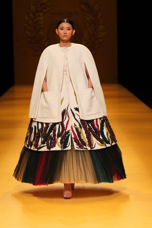 Áo bà ba việt nam đã tỏa sáng trên sàn diễn tokyo như thế nào