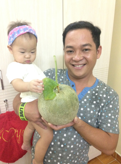 Bố sài gòn tặng vườn đủ rau ăn cho cô con gái nhỏ