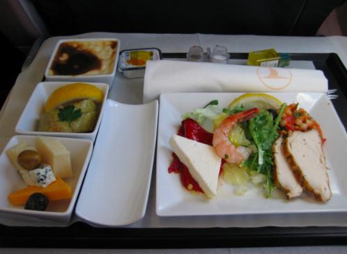 Suất ăn phổ thông và thương gia trên hàng bay nổi tiếng