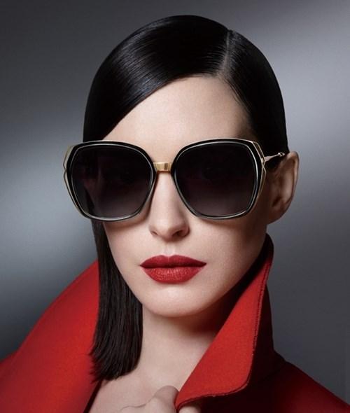Thành quý cô thập niên 50 với mắt kính bolon