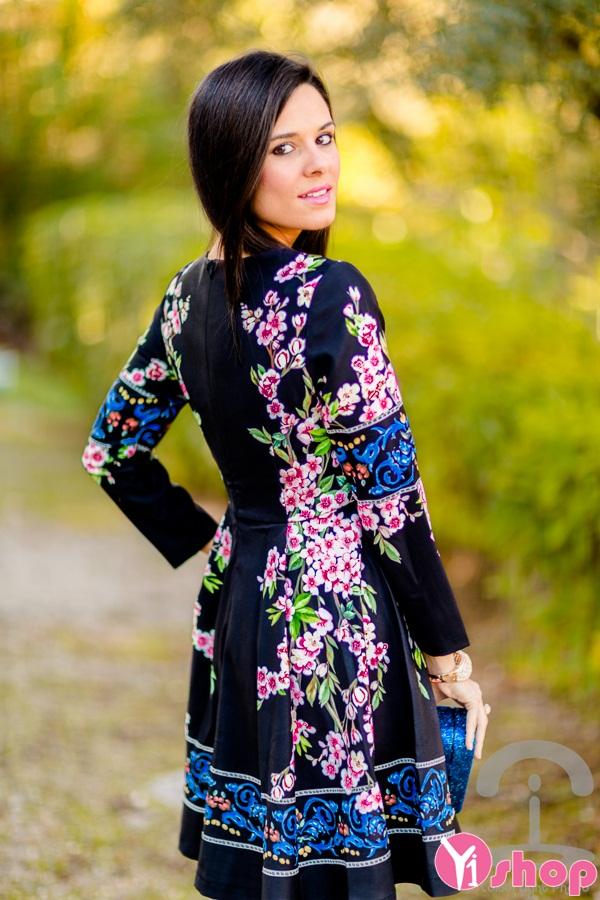 Váy đầm họa tiết hoa không bao giờ lỗi mốt