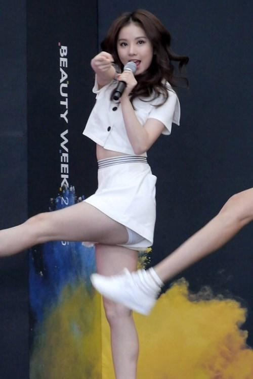 Vũ khí giúp thiên thần kpop chống hớ hênh trên sân khấu