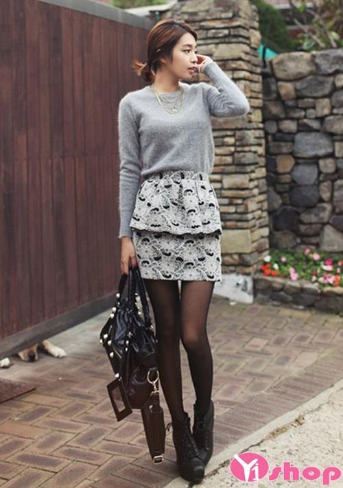 Chân váy đầm ngắn với họa tiết nổi bật xinh xắn
