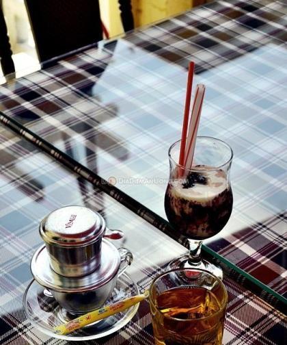 Ghé thăm góc cà phê chứa đầy kỷ vật hiếm có ở đà lạt