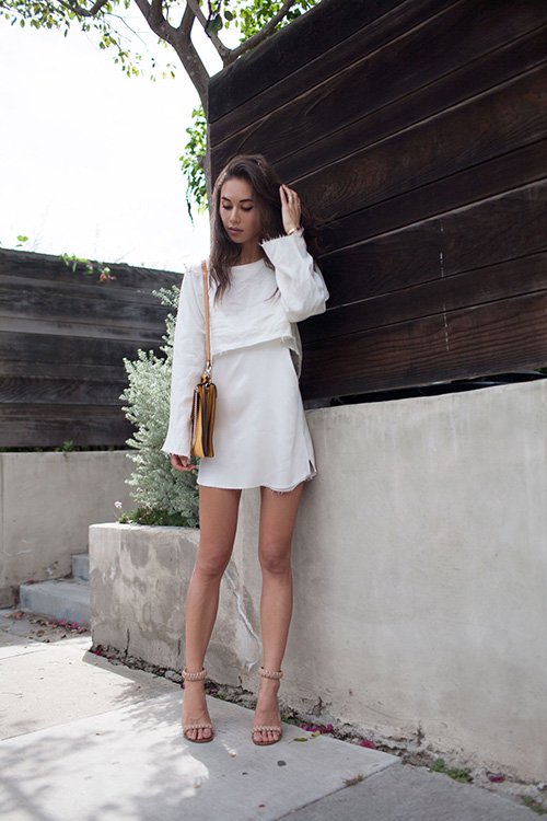 Những cách quyến rũ chàng chỉ với 1 chiếc váy lụa trắng