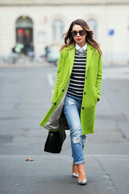 Trẻ trung cá tính với áo khoác neon