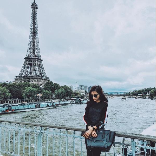 Hh kỳ duyên sang trọng với những món đồ hàng hiệu tại paris