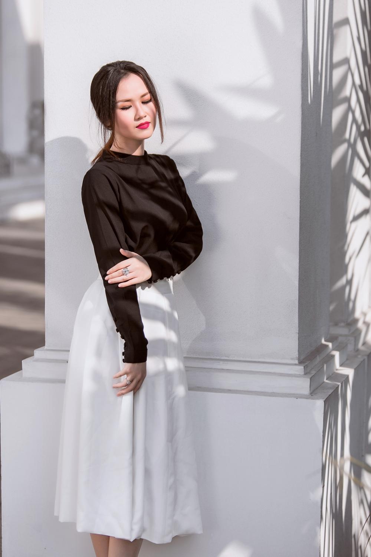 Gợi ý trang phục trắng đen cho nàng nấm lùn của võ hạ trâm