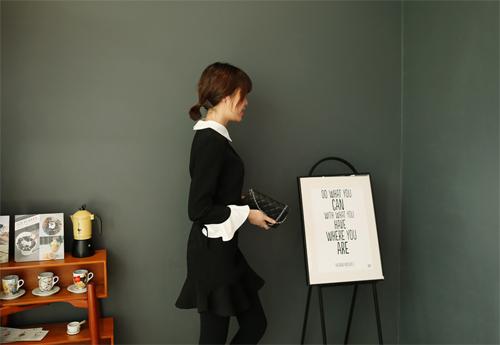 Nàng công sở mặc váy loa kèn xinh xắn