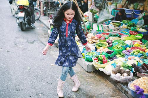 Áo dài cho con gái yêu mẹ ngắm là muốn mua
