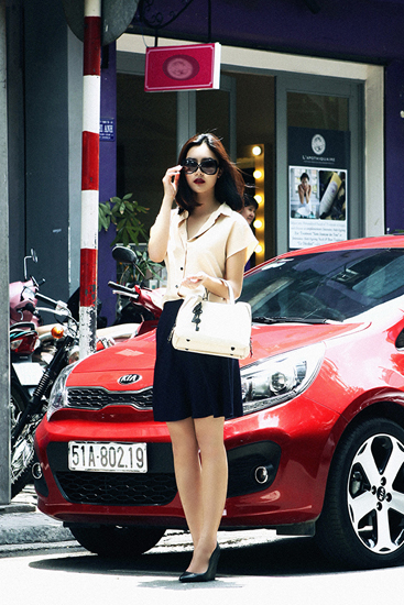 Fashionista việt nổi bật trên phố với gu mặc thanh lịch