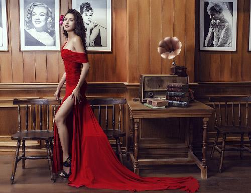 gái một con quanh đi mặc váy xẻ mê hoặc nhân tình