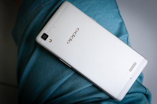 Mở hộp smartphone oppo siêu mỏng vỏ kim loại