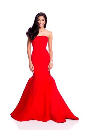 Váy dạ hội của phạm hương