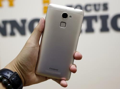 5 smartphone tính năng độc đáo giá mềm
