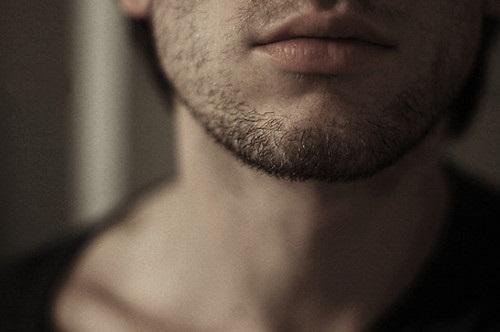 7 dấu hiệu chính xác nhất nhận biết nam giới yếu