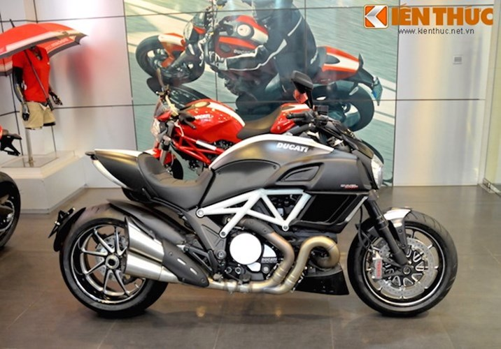 Ducati diavel mạ vàng 24k kịch độc tại hà nội