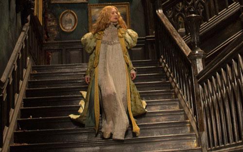 Phục trang cổ điển của phim lâu đài đẫm máu