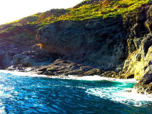 Độc đáo địa điểm đảo địa ngục trở thành thiên đường khỏa thân