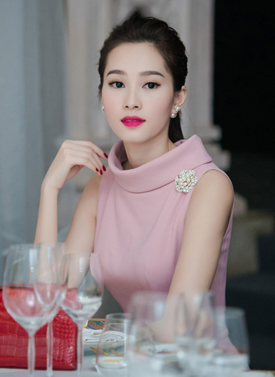 Lý nhã kỳ trần thị quỳnh trang điểm đẹp với son môi trầm
