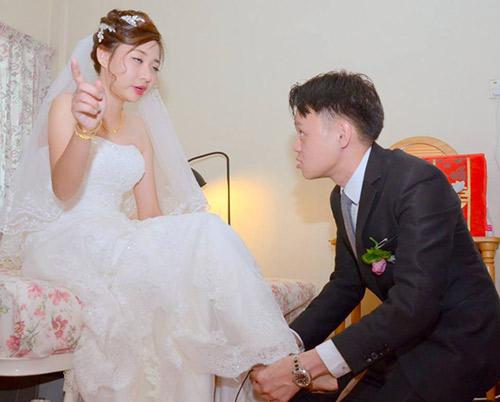Thêm một bộ ảnh cưới thảm họa của cặp đôi singapore