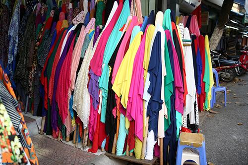 Đầu thu dạo chợ hà thành khảo giá vải đẹp