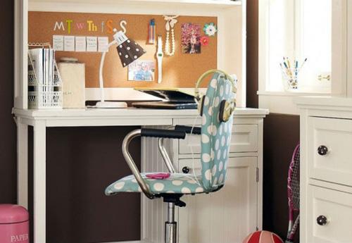 Đổi vị trí bàn học cho bé tập trung hơn