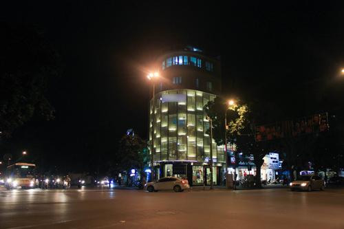 Nhà mặt đường hoành tráng tại trung tâm của sao