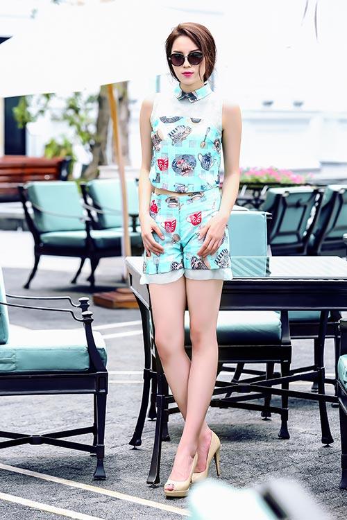 Hh kỳ duyên váy ngắn da trắng nõn không sợ nắng