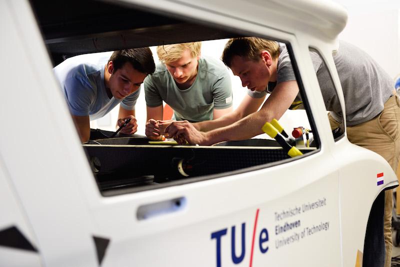 Stella lux ev - xe chạy điện năng lượng mặt trời