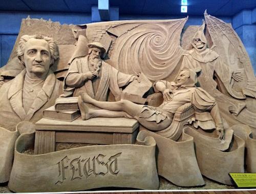 Vẽ đẹp choáng ngợp của những tác phẩm điêu khắc hoàn toàn bằng cát