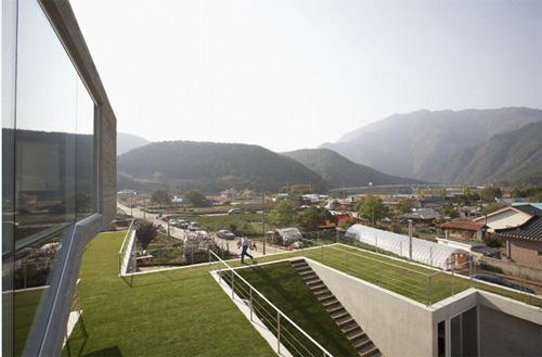 Biệt thự phủ mái cỏ diễn viên won bin mua tặng cha mẹ